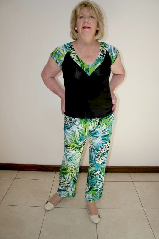 tropical-v-top-and-matching-slacks