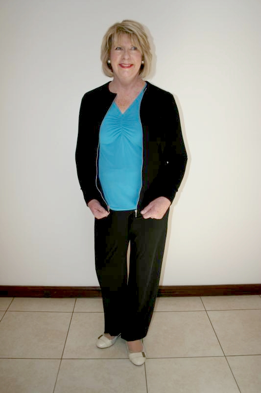 black-zippy-turquoise-top-and-slacks